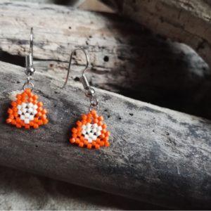 Boucles d'Oreilles Mini Triangle Tissage Orange et Blanc cassé