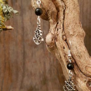 Boucles d'Oreilles pendantes simples – Barre et Agate noire