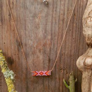 Collier Tissage Rectangle Sucre d'Orge sur fil beige, Rose, Orange, Rouge et Mauve