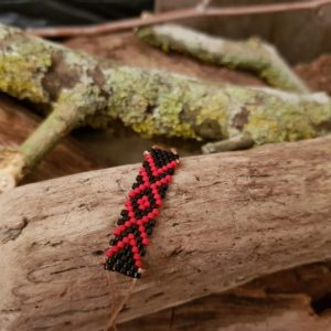 Bracelet Tissage Rectangle Zig Zag  sur fil beige, Rouge et Noir