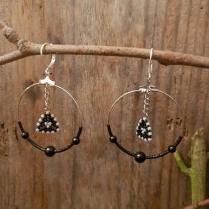 Boucles d'Oreilles Rondes tissage – Noir et gris  – Agates noires