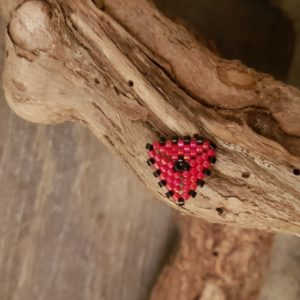 Broche pins tissage triangle – Rouge et Noir- Taille S