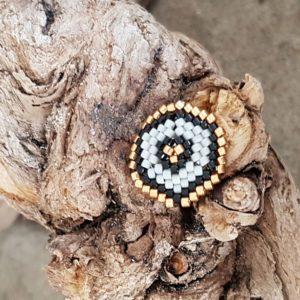 Broche pins tissage écusson – Blanc Noir et Doré – Taille M