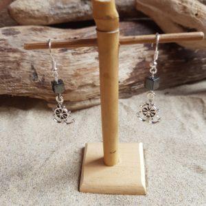 Boucles d'Oreilles pendantes simples – Barre et Hématite