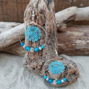 Boucles oreilles Rondes perles en Agate bleu – estampe fleurs bleu
