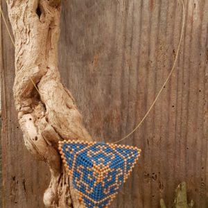 Collier Triangle Tissage Bleu et Doré mat – Taille XXL