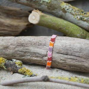 Bracelet tissage plat fin – Sucre d'orge – Zèbre – Rose, Rouge, Mauve, et Orange sur fond Blanc cassé – taille S
