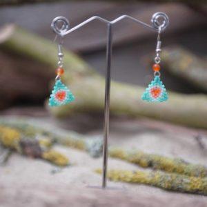 Boucles d'Oreilles Pendantes tissage triangle – Corail – orange, saumon, vert pale, vert turquoise et blanc –  Agate Orange – Taille S