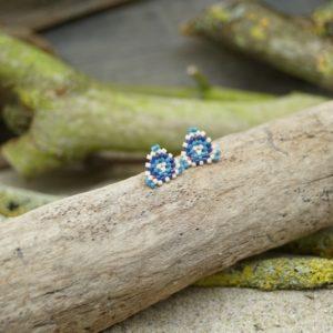 Boucles d'Oreilles Puces Tissage Triangle –  Océan Atlantique – type 2 – Beige, Bleu foncé et Bleu Roi- Taille S