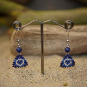 Boucles d'Oreilles Pendantes tissage – Océan Atlantique – Beige, Bleu foncé et Bleu Roi -Lapis Lazuli – Taille S