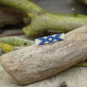 Broche Tissage Rectangle – Océan Atlantique – Beige, Bleu foncé et Bleu Roi
