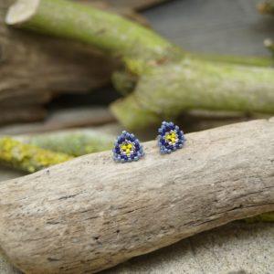 Boucles d'Oreilles Puces Tissage Triangle – Pagolin – Bleu marine, jaune, gris bleu et argent