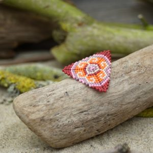 Broche pins tissage triangle – Sucre d'orge – Beige, Rose, Mauve, Orange et Rouge bordeaux- Taille L