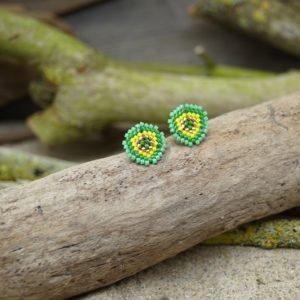 Boucles d'Oreilles Puces Tissage Écusson – type 1 – Bahia –  Vert, Turquoise, Jaune, et Doré – Taille S