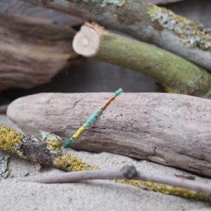 Bracelet simple rang – type 1 – perles Miyuki sur câble fin – Bahia –  Vert , Turquoise , Jaune et Doré