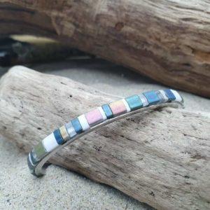 Bracelet  Jonc fin acier – Glacier – perles carrées –  Ardoise, Blanc, bronze reflets