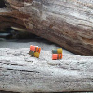 Boucles d'Oreilles Puces – Perles carrées – Comanche – Orange, Kaki, Irisé et Ocre