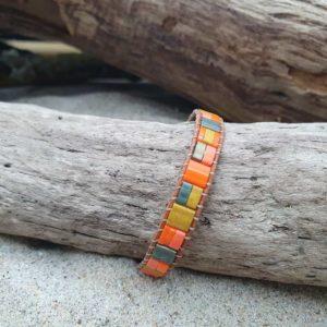 Bracelet  wrap cuir naturel – Comanche – perles carrées – Orange, Kaki, Irisé et Ocre