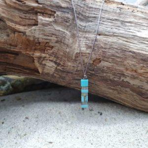 Collier Pointe – Lagon – perles carrées – vert foncé, vert turquoise, bleu ciel, bleu roi, gris et Marbré
