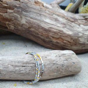 Bracelet simple rang – lot de 3 – minis perles sur câble fin –  Ocre, Bronze, Ecru, Gris, Marbré