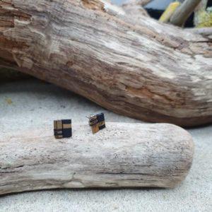 Boucles d'Oreilles Puces – Noir et Doré – Perles carrées  – Noir, doré